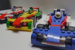 Машинки Формулы Е LEGO