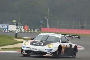 Porsche #75 acting as a tripod...