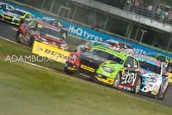 Turkington leads the field on Lap 1