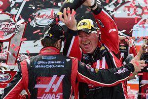 Kurt Busch, Stewart-Haas Racing Chevrolet crew chief Tony Gibson
