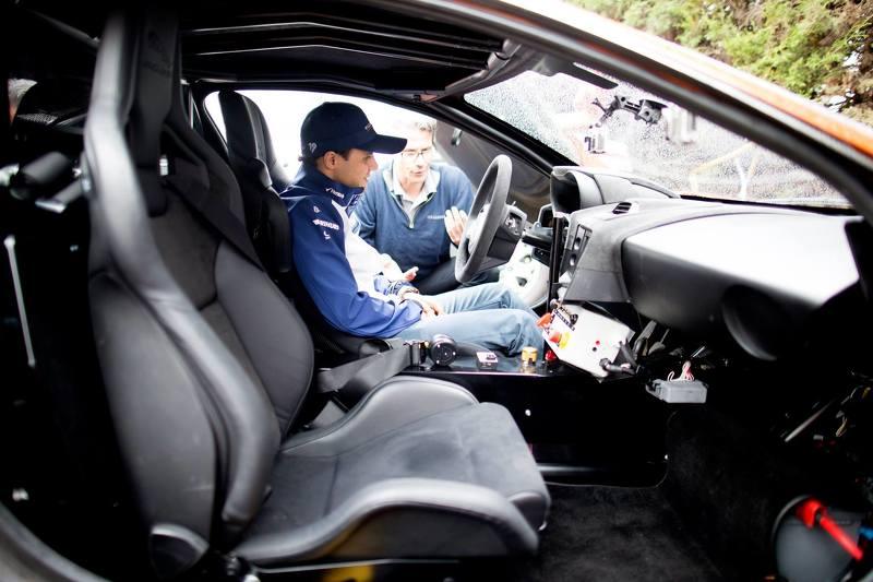 Massa recebe instruções antes de guiar o Jaguar