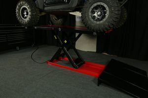 PRO 2500 lifts a Polaris Razor 900
