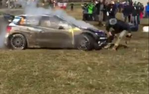 Jari-Matti Latvala, Miikka Anttila, Volkswagen Polo WRC, Volkswagen Motorsport atropella a un fotógr