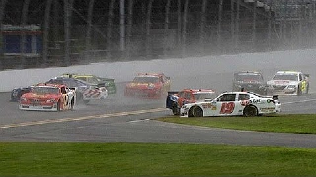 Sudden rain causes pileup in NNS qualifying