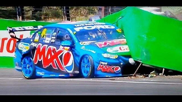 Carnage under caution - 2014 Bathurst 1000