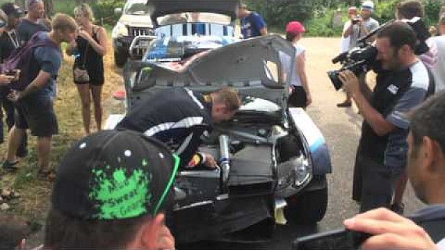 Rally Poland 2015 - Jari-Matti Latvala works on his car
