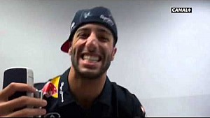O que acontece quando uma câmera para nas mãos de Ricciardo?