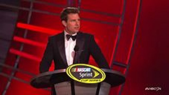 Tom Cruise participa de homenagem a Jeff Gordon