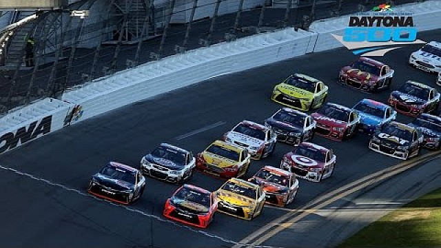 Recap: Hamlin powers through to win Daytona 500