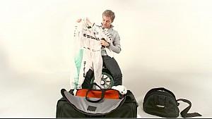 Нико Росберг распаковывает униформу для нового сезона
