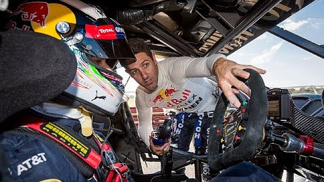 Daniel Ricciardo guida la Eight Project Sandman V8 Supercar