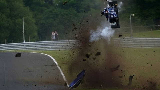 Vista a bordo del accidente de Vaidyanathan en Oulton Park