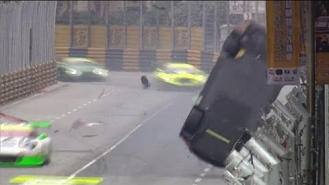 Laurens Vanthoor huge crash at Macau in the main race