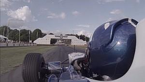 Damon Hill en el Williams FW18 en Goodwood