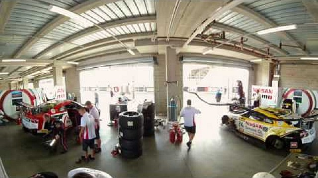 12h Bathurst: Nissan-Box in 360 Grad