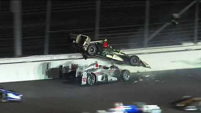 Will Power, Ed Carpenter y Takuma Sato con un incidente