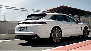 The symphony of driving a Panamera Turbo S E-Hybrid Sport Turismo on the racetrack