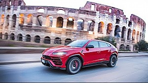 Lamborghini Urus on the streets of Rome